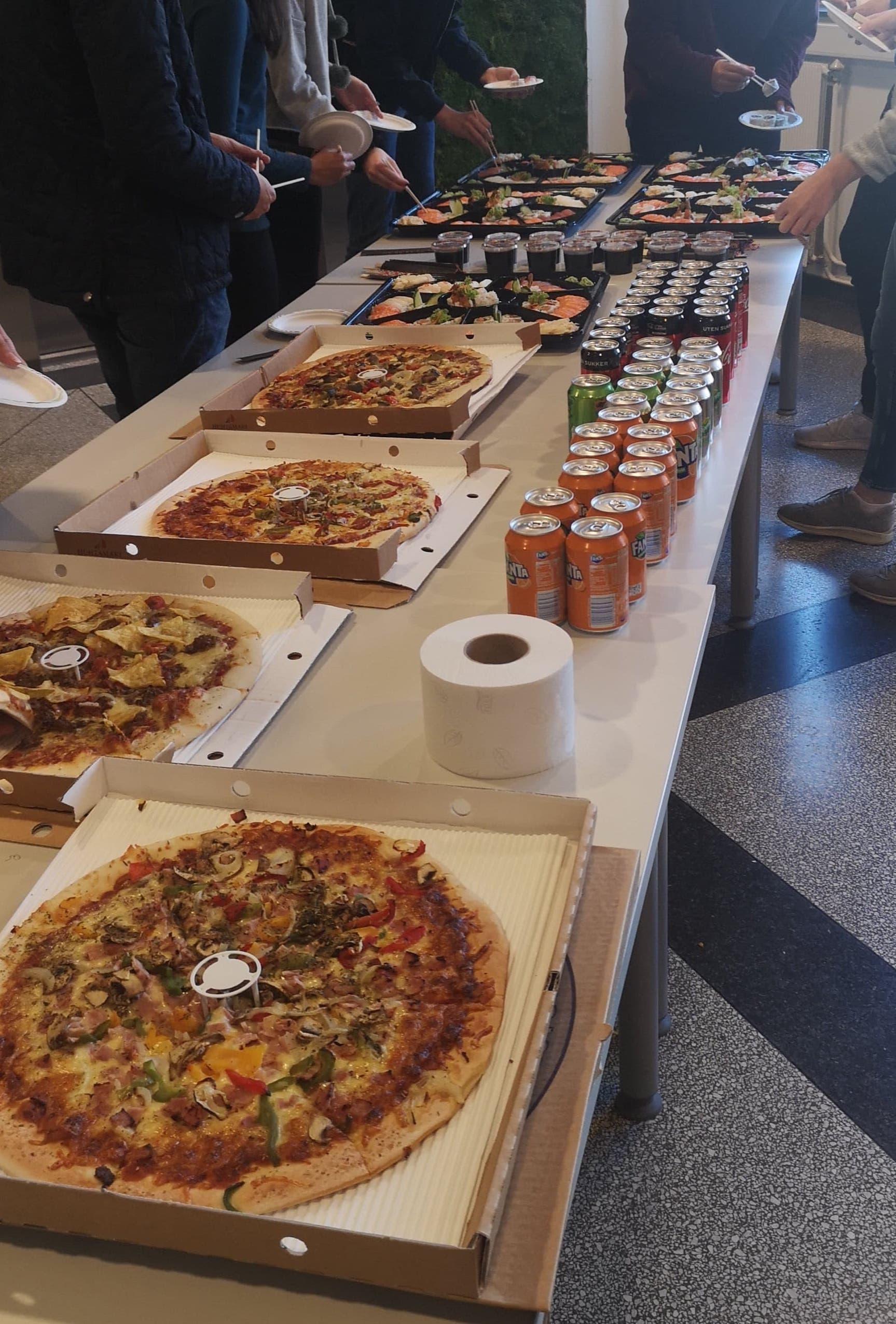 Servering av mat etter presentasjonen
